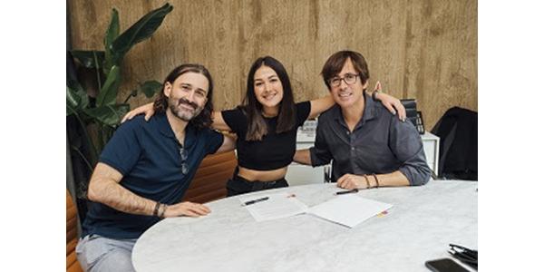 La ganadora del Latin GRAMMY® NELLA firma con SONY MUSIC LATIN