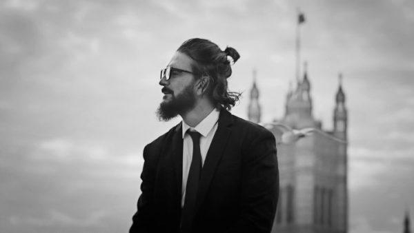 """""""HONGOS"""" EN BLANCO Y NEGRO, EL NUEVO VIDEO DE RICARDO ARJONA"""