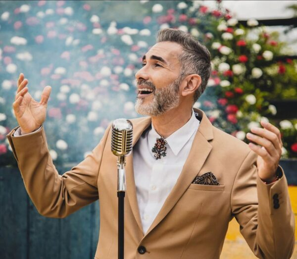 """Lee más sobre el artículo Fernando Gil 15 canciones """"Por Amor a Mexico"""""""