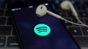 Letras en tiempo real, la nueva función que estrena Spotify en alianza con MusixMatch