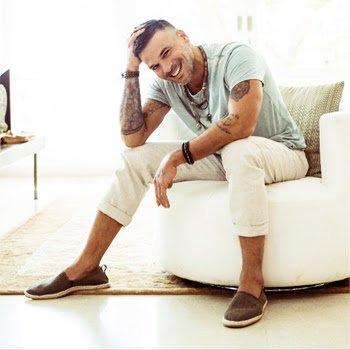 """PEDRO CAPÓ anuncia la fecha del lanzamiento de su próximo álbum, mientras """"CALMA (REMIX)"""" sigue cosechando éxitos."""