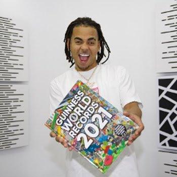 OZUNA la estrella de la música latina y el hombre más pequeño del mundo celebran juntos su inclusión en el libro de Guinness World Records 2021