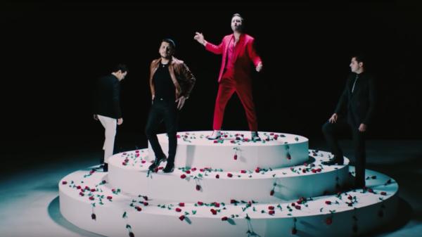 """Reik y Christian Nodal se lucen con """"Poco"""" una fusión pop ranchera que enamora a sus fans"""